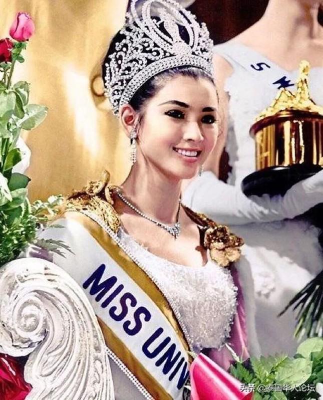 Hoa hậu Hoàn vũ Thái Lan U80 vẫn sở hữu body cân đối, nhan sắc trẻ trung ảnh 3