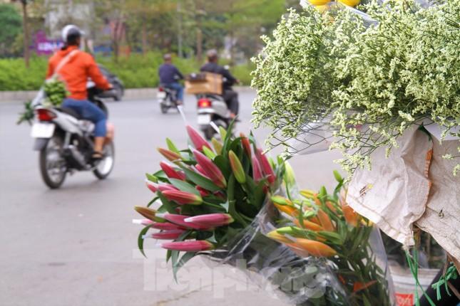 Hoa tươi sau Tết ở Hà Nội rớt giá thê thảm chưa từng thấy ảnh 10