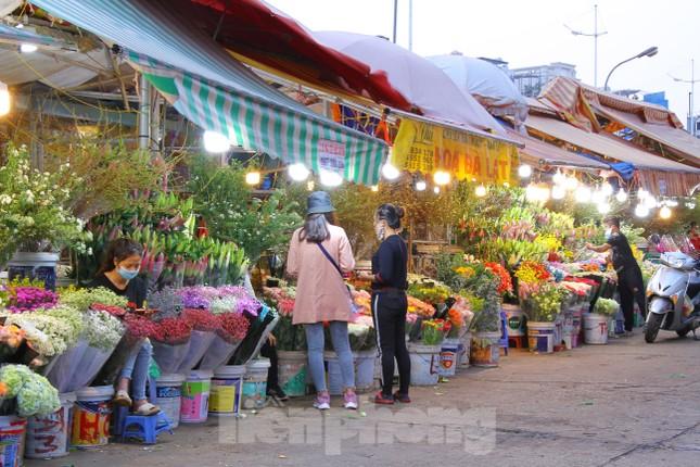 Hoa tươi sau Tết ở Hà Nội rớt giá thê thảm chưa từng thấy ảnh 4