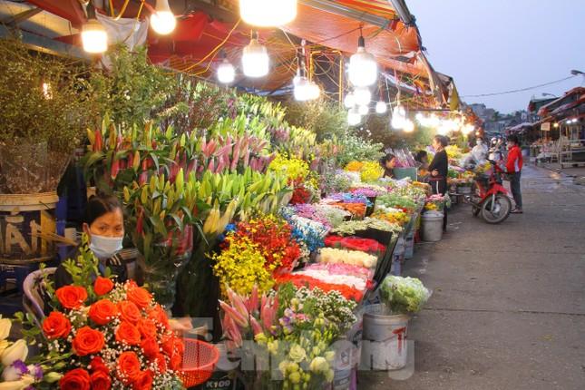 Hoa tươi sau Tết ở Hà Nội rớt giá thê thảm chưa từng thấy ảnh 2
