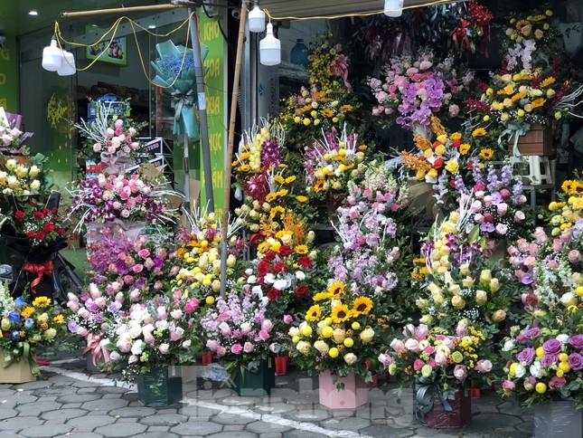 Giá hoa tăng vọt trước ngày 8/3, chủ hàng thuê thêm người chốt đơn online ảnh 10