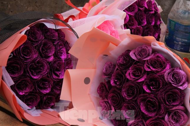 Giá hoa tăng vọt trước ngày 8/3, chủ hàng thuê thêm người chốt đơn online ảnh 13