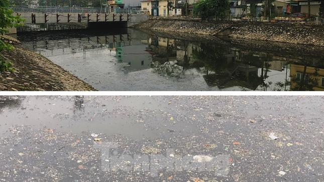 Cận cảnh những dòng sông 'đen' chảy giữa nội thành Hà Nội ảnh 10