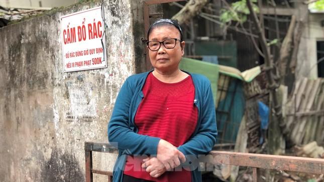 Cận cảnh những dòng sông 'đen' chảy giữa nội thành Hà Nội ảnh 14