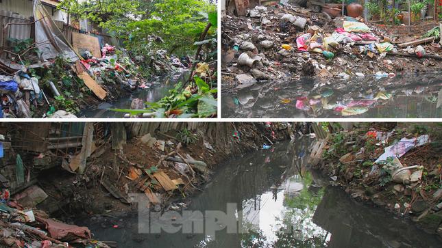 Cận cảnh những dòng sông 'đen' chảy giữa nội thành Hà Nội ảnh 15