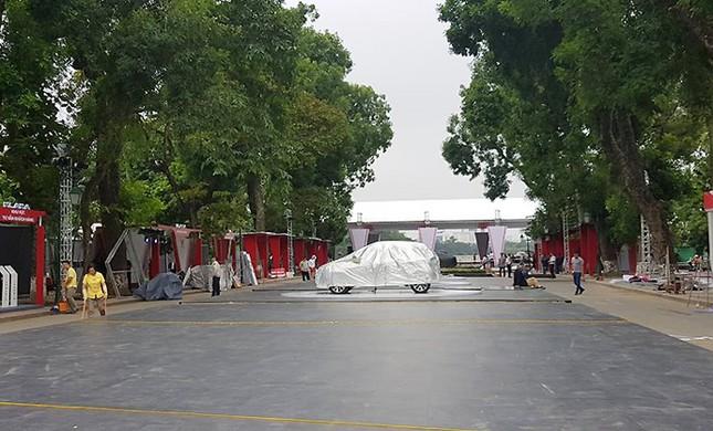 Vinfast gấp rút chuẩn bị cho lễ ra mắt 4 mẫu xe mới tại Hà Nội ảnh 1
