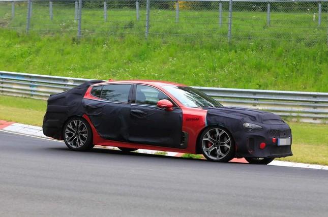 Kia Stinger thế hệ mới bắt đầu chạy thử nghiệm tại Nürburgring ảnh 1