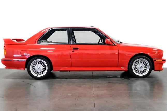BMW M3 E30 của Paul Walker sang tay với giá 150.000 USD ảnh 1