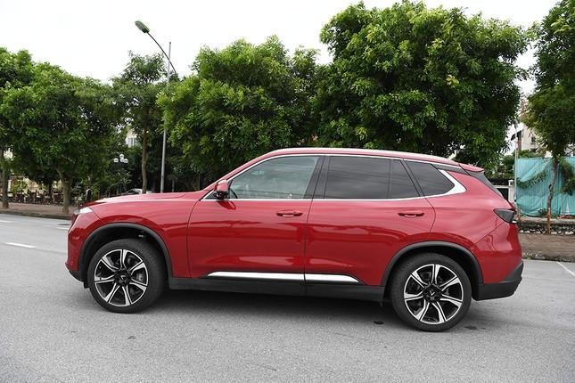 VinFast Lux SA2.0: SUV 7 chỗ bệ vệ, mạnh mẽ và an toàn ảnh 2