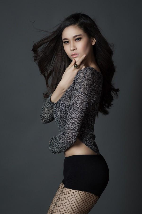 Trương Quỳnh Anh đắt show nhờ sexy 'nặng đô' hơn ảnh 1