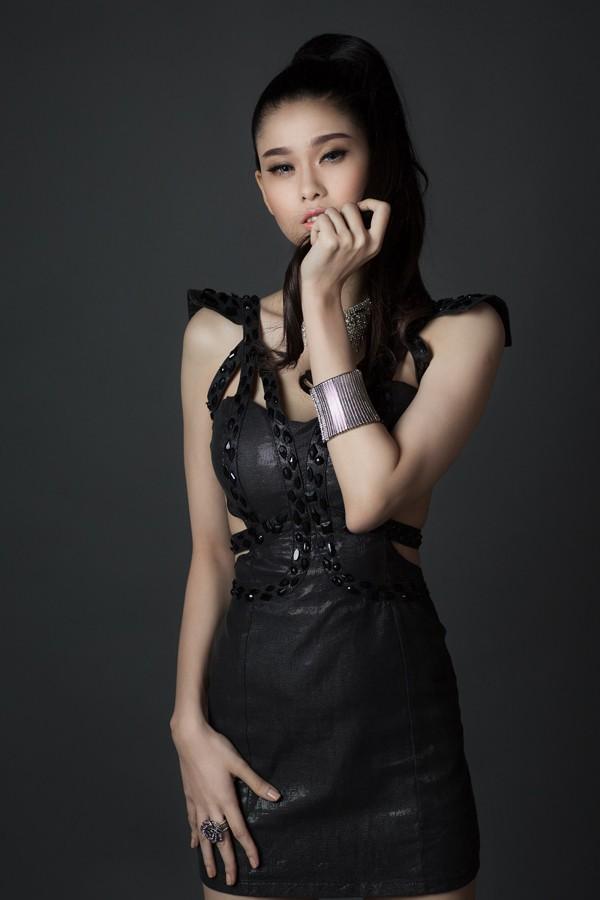 Trương Quỳnh Anh đắt show nhờ sexy 'nặng đô' hơn ảnh 8
