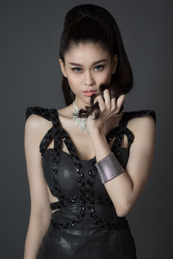 Trương Quỳnh Anh đắt show nhờ sexy 'nặng đô' hơn ảnh 9