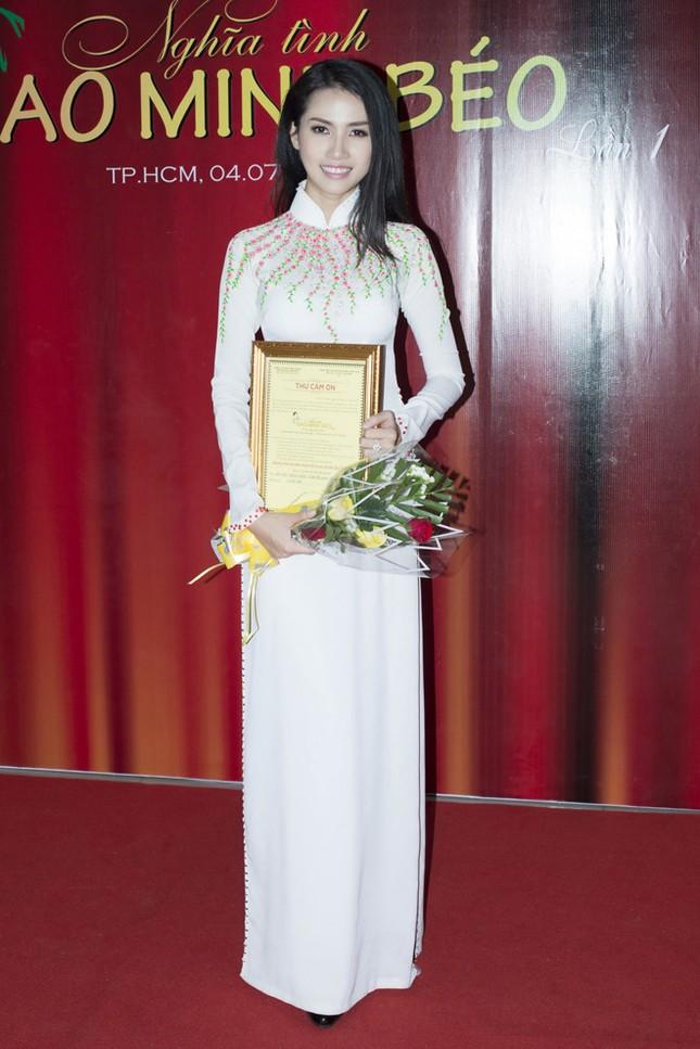 Phan Thị Mơ mặc áo dài, đội mưa làm từ thiện ảnh 3