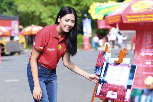 Nguyễn Thị Loan rực rỡ áo đỏ tình nguyện vận động hiến máu ảnh 3