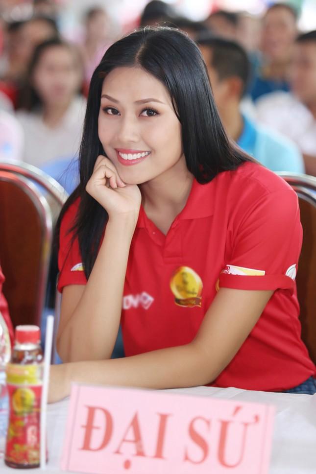Nguyễn Thị Loan rực rỡ áo đỏ tình nguyện vận động hiến máu ảnh 4