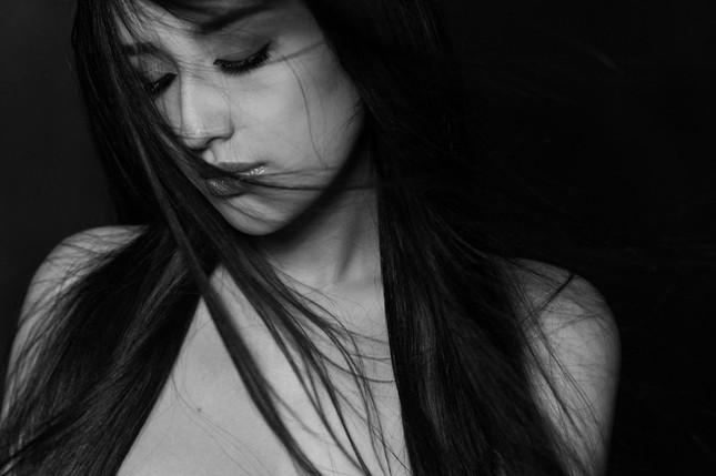 Mai Phương Thúy buồn man mác trong bộ ảnh đen trắng ảnh 9