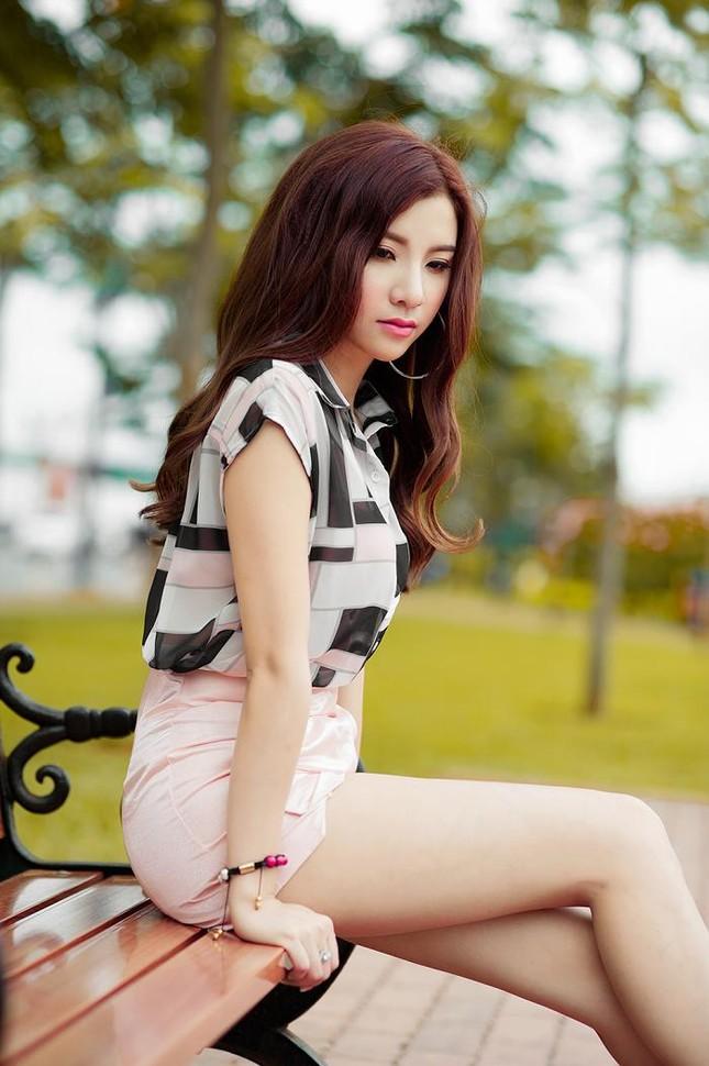 Hotgirl Hạnh Sino khoe chân dài trong nắng Sài Gòn ảnh 5