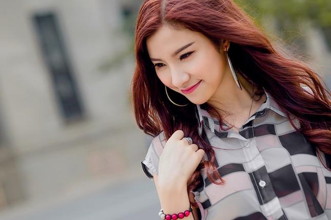 Hotgirl Hạnh Sino khoe chân dài trong nắng Sài Gòn ảnh 2