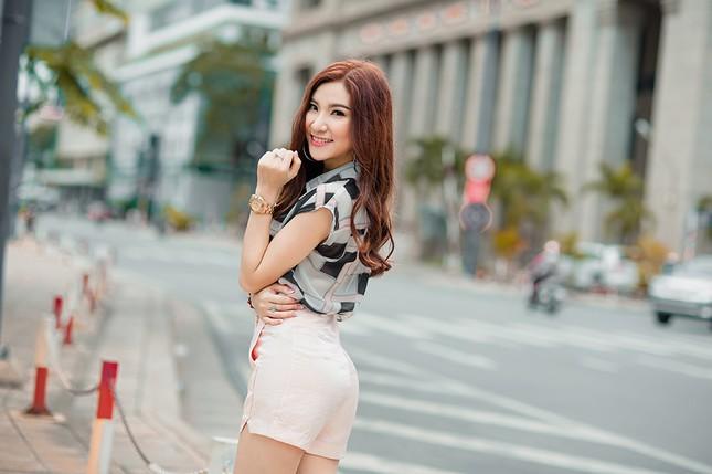 Hotgirl Hạnh Sino khoe chân dài trong nắng Sài Gòn ảnh 13