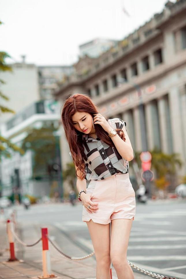Hotgirl Hạnh Sino khoe chân dài trong nắng Sài Gòn ảnh 11