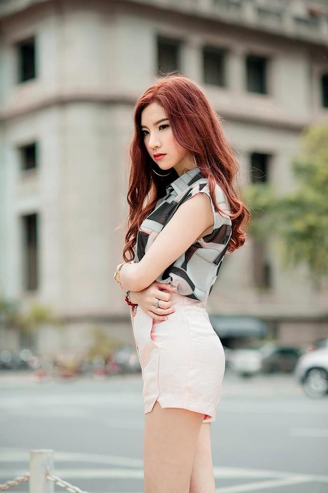 Hotgirl Hạnh Sino khoe chân dài trong nắng Sài Gòn ảnh 10