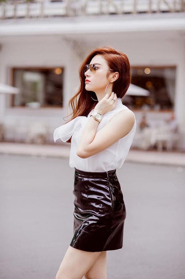 Hotgirl Hạnh Sino khoe chân dài trong nắng Sài Gòn ảnh 9