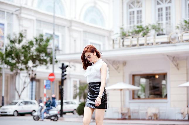 Hotgirl Hạnh Sino khoe chân dài trong nắng Sài Gòn ảnh 4