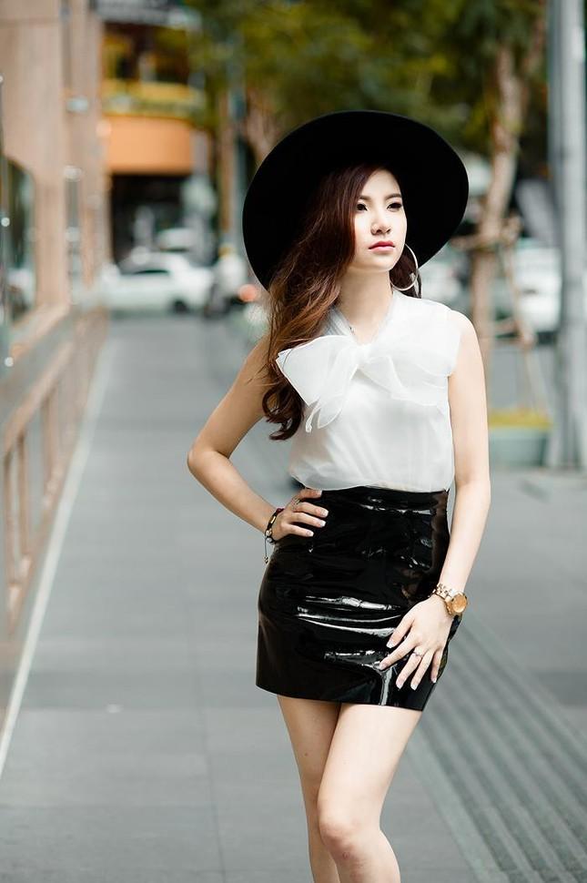 Hotgirl Hạnh Sino khoe chân dài trong nắng Sài Gòn ảnh 7