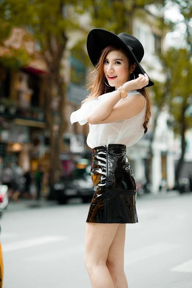 Hotgirl Hạnh Sino khoe chân dài trong nắng Sài Gòn ảnh 6