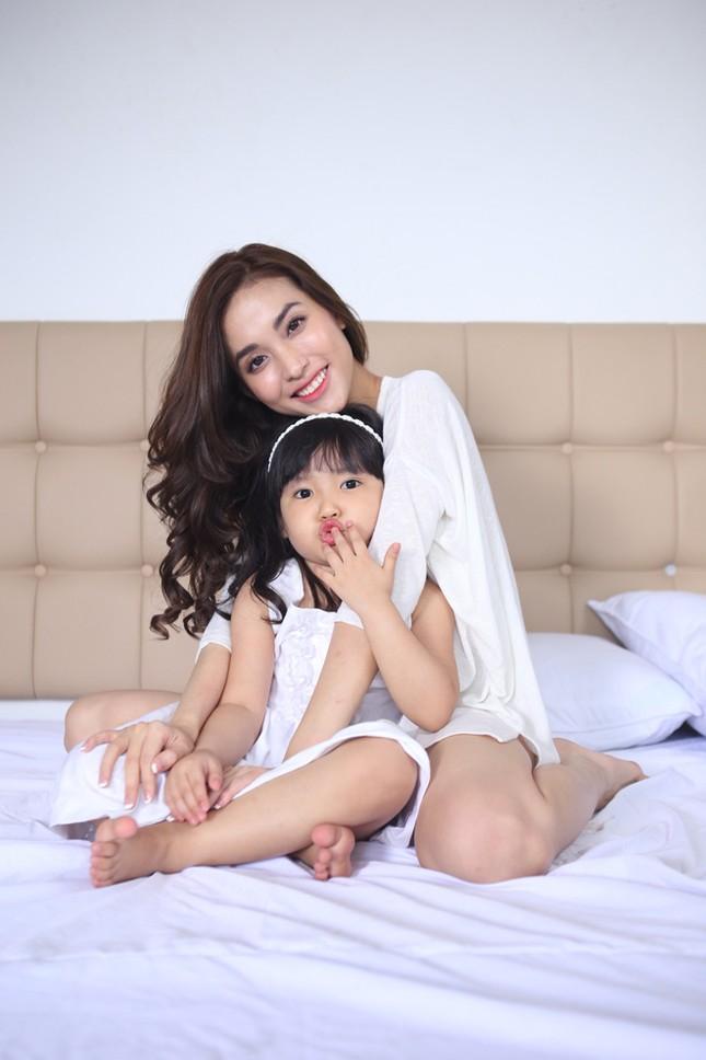 Dương Triệu Vũ tình tứ bên bạn gái cũ của Trấn Thành ảnh 3