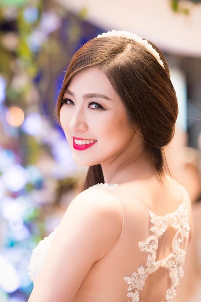 Á hậu Tú Anh kiêu sa diễn thời trang cưới ảnh 2