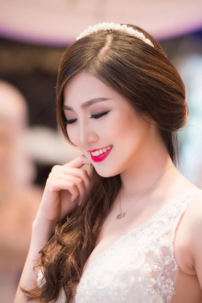Á hậu Tú Anh kiêu sa diễn thời trang cưới ảnh 3