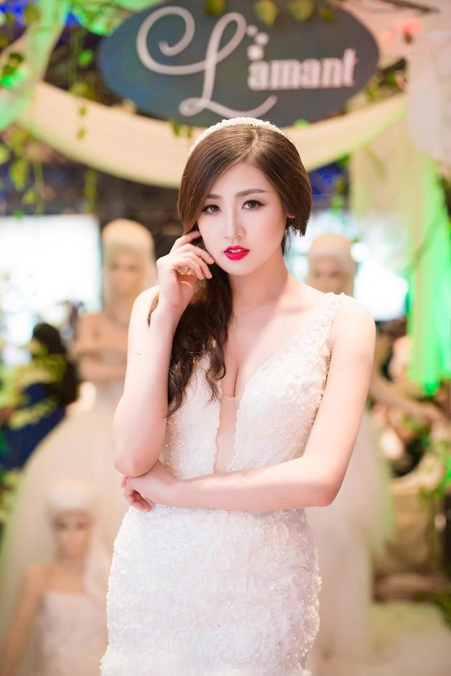 Á hậu Tú Anh kiêu sa diễn thời trang cưới ảnh 1