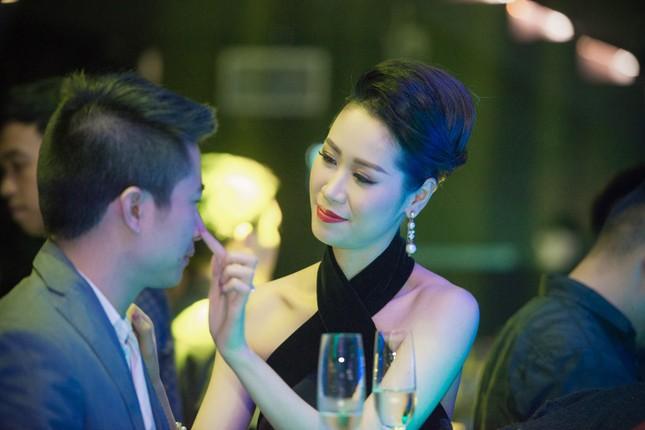 Dương Thùy Linh lưng trần gợi cảm cùng chồng dự tiệc ảnh 5