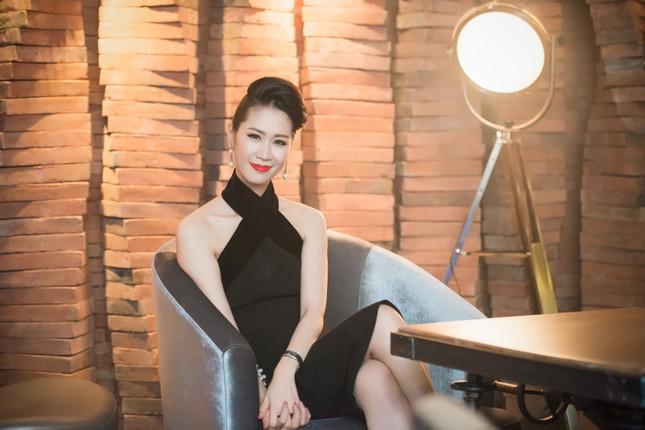 Dương Thùy Linh lưng trần gợi cảm cùng chồng dự tiệc ảnh 9