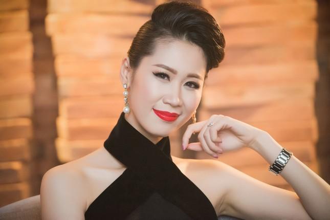 Dương Thùy Linh lưng trần gợi cảm cùng chồng dự tiệc ảnh 10