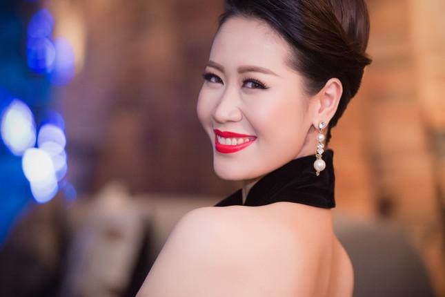 Dương Thùy Linh lưng trần gợi cảm cùng chồng dự tiệc ảnh 11