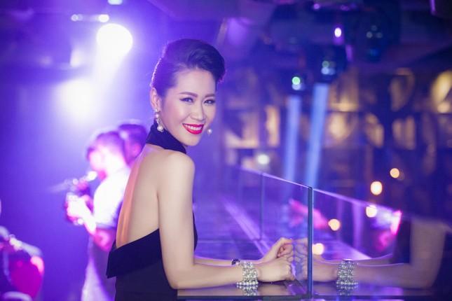 Dương Thùy Linh lưng trần gợi cảm cùng chồng dự tiệc ảnh 7