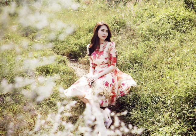 Hoa hậu Thu Thảo đẹp như 'tiên nữ' giữa cánh đồng hoa ảnh 11