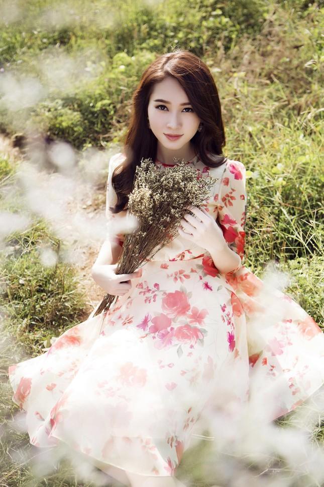 Hoa hậu Thu Thảo đẹp như 'tiên nữ' giữa cánh đồng hoa ảnh 6