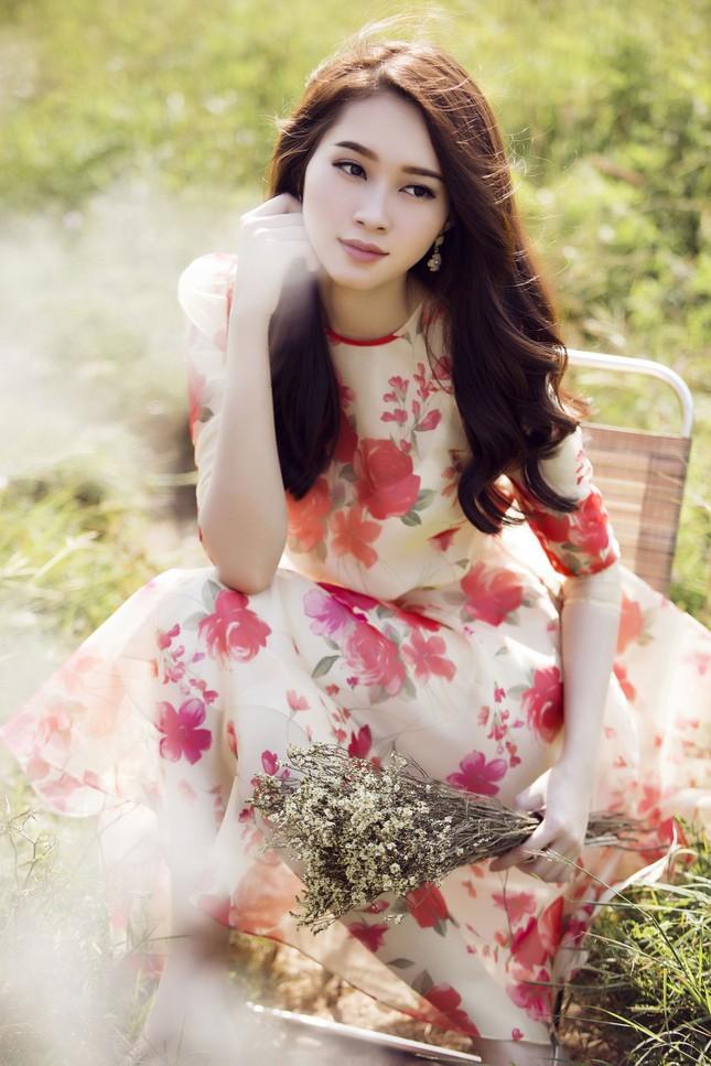 Hoa hậu Thu Thảo đẹp như 'tiên nữ' giữa cánh đồng hoa ảnh 7