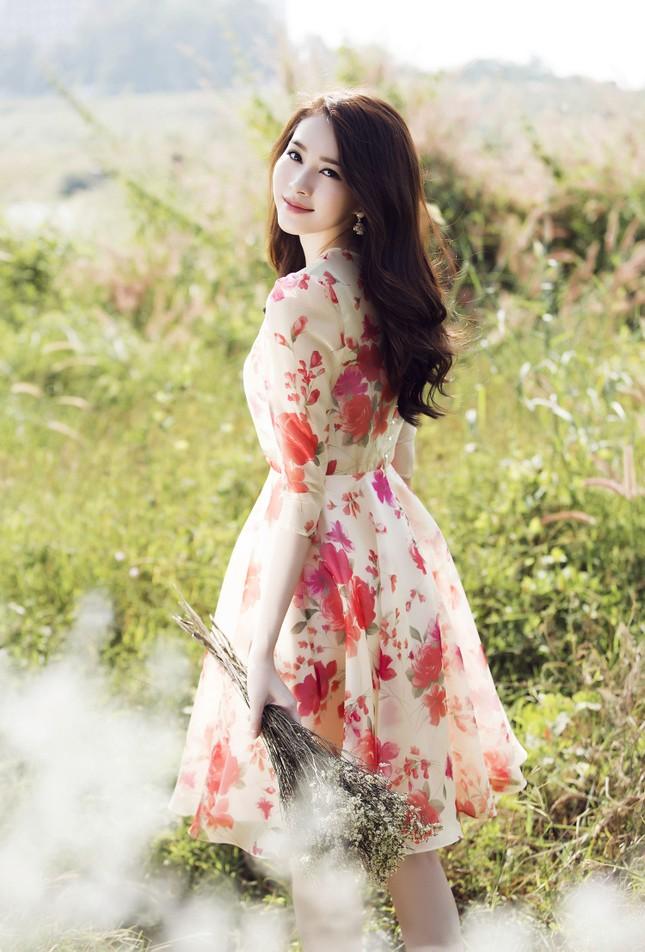 Hoa hậu Thu Thảo đẹp như 'tiên nữ' giữa cánh đồng hoa ảnh 9