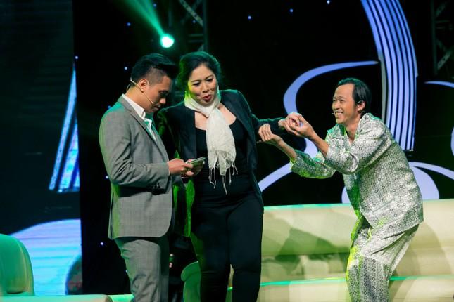 Danh hài Hoài Linh quỳ gối cầu hôn nghệ sỹ Hồng Vân ảnh 3