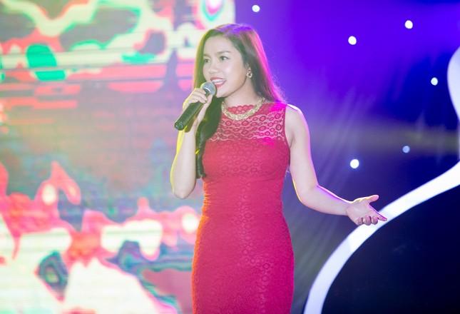 Danh hài Hoài Linh quỳ gối cầu hôn nghệ sỹ Hồng Vân ảnh 7
