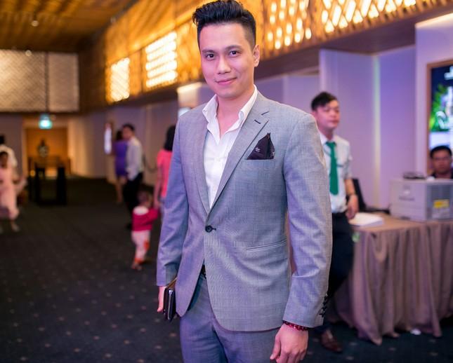 Danh hài Hoài Linh quỳ gối cầu hôn nghệ sỹ Hồng Vân ảnh 8