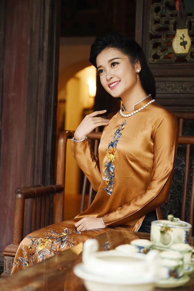Á hậu Huyền My đẹp nền nã với áo dài du xuân ảnh 7