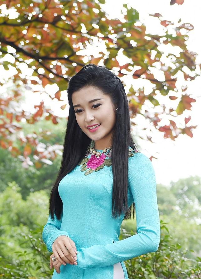 Á hậu Huyền My đẹp nền nã với áo dài du xuân ảnh 1