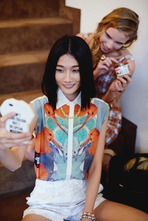 Kha Mỹ Vân nổi bật vẻ đẹp châu Á bên mẫu ngoại quốc ảnh 4