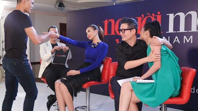 Thí sinh Next Top Model bế thốc Thanh Hằng trên sân khấu ảnh 7