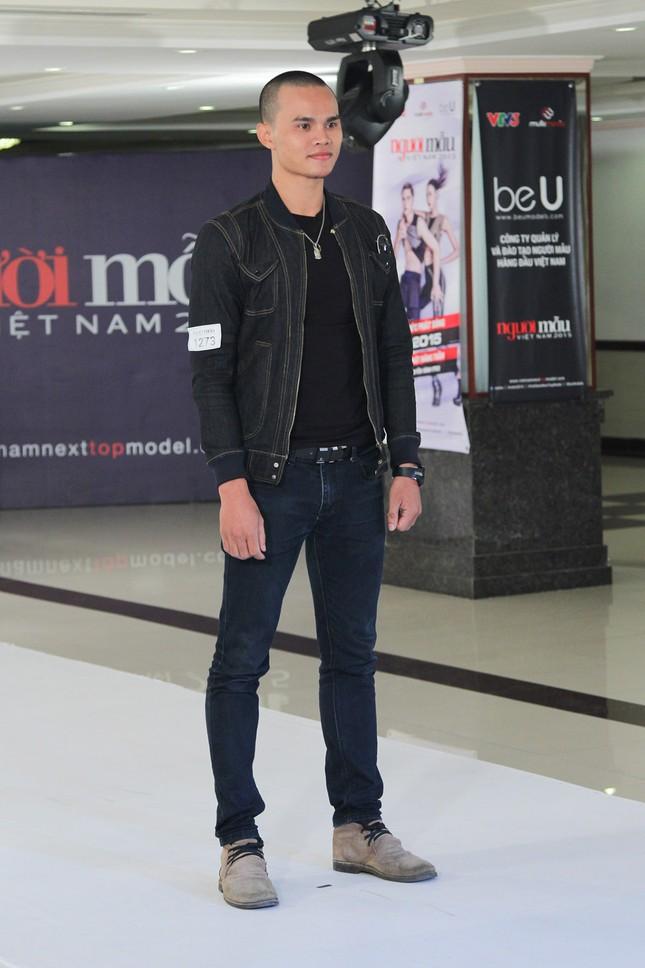 Thí sinh Next Top Model bế thốc Thanh Hằng trên sân khấu ảnh 1
